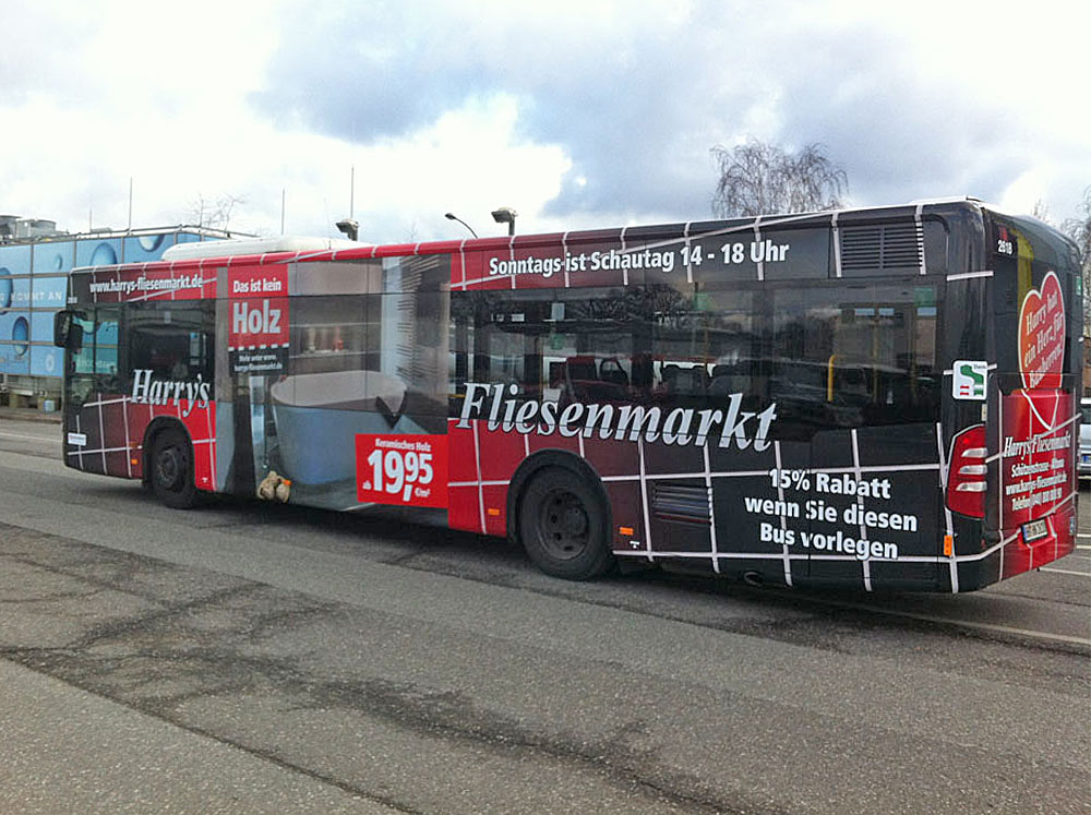 Out of Home: Verkehrsmittel-Werbung Harry's Fliesenmarkt Hamburg